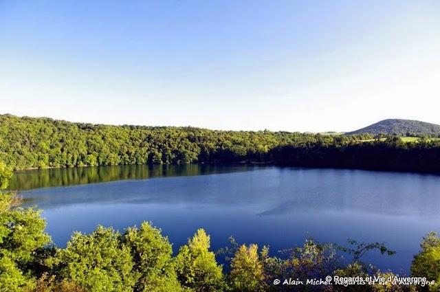 lac d'Auvergne : le Gour de Tazenat