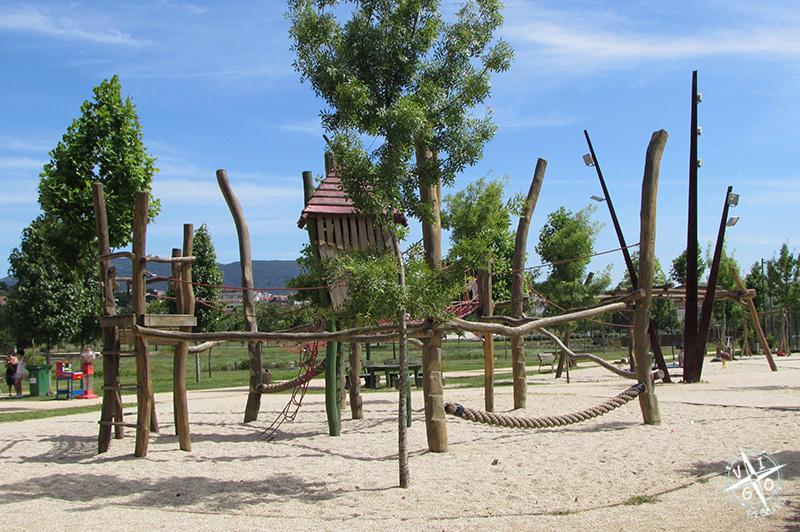Parque infantil en a illa das Esculturas en Pontevedra
