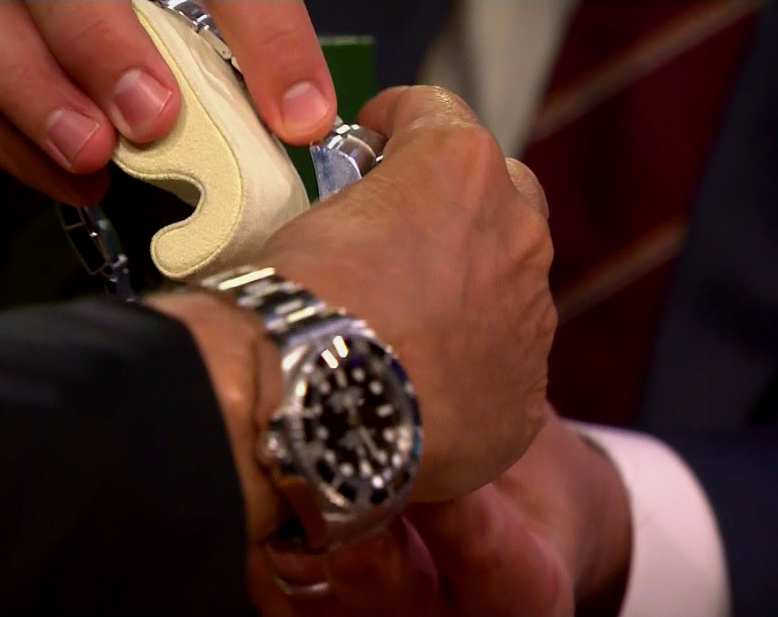 912511c7c20 ... we see Jimmy Fallon comparing the side profiles of the original 1960 Rolex  DEEPSEA Special (left) to the 2012 Rolex DEEPSEA Challenge.