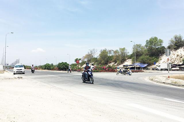 Giao thông hỗn loạn khu vực Đinh Tiên Hoàng và Đại lộ Nguyễn Tất Thành