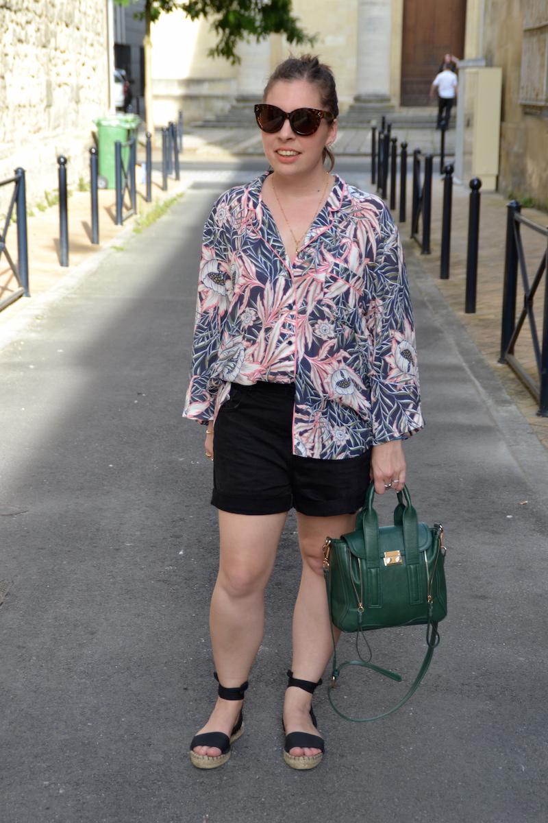 chemise tropical H&M, short en jean noir Pimkie, espadrilles ASOS, sac like Philip Lim