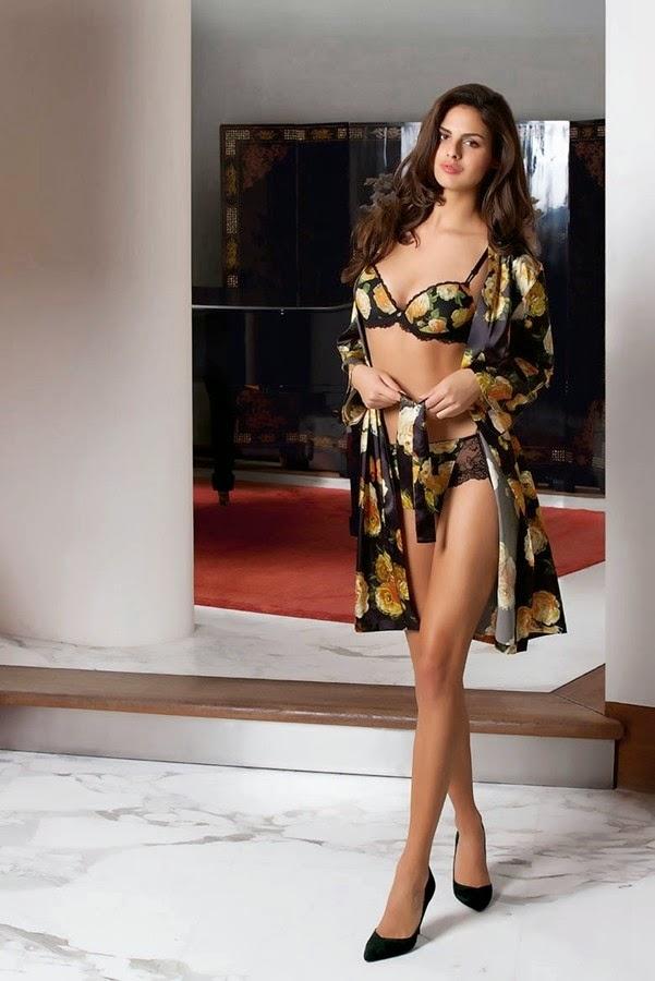 Supermodel elegant boudoir lingerie large plump bimodal proud posture
