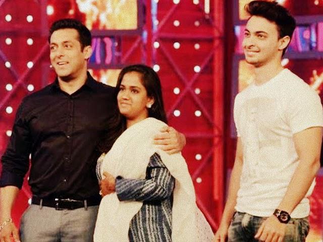 Newly wedded Arpita and Aayush at Bigg Boss 8 with Salman Khan