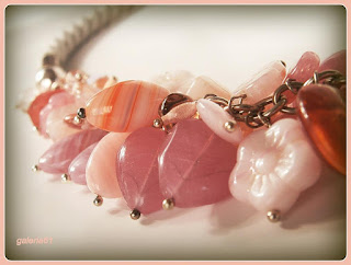 naszyjnik z czeskich koralików, pudrowy róż, landrynkowy róż