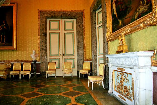 camera, sedie antiche, poltrone antiche, pavimenti antichi