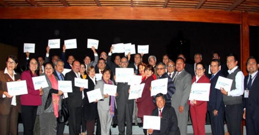 MINEDU: Regiones apoyan la campaña #LaEducaciónNoPara - www.minedu.gob.pe