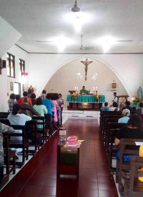 TNI-POLRI Amankan Ibadah Missa Di Gereja Santa Maria