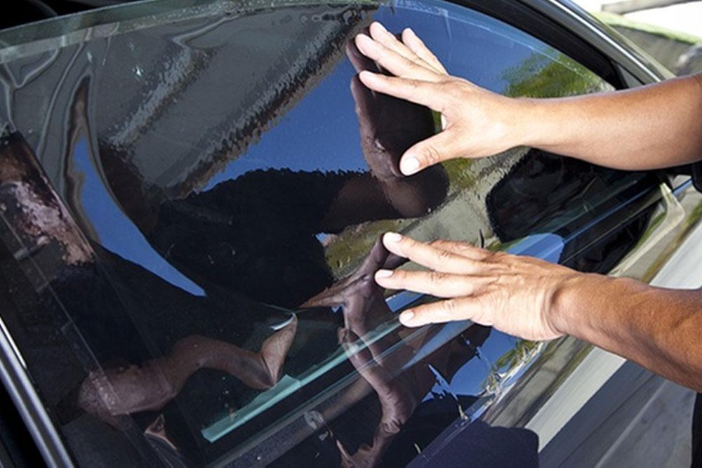 comment enlever du film solaire sur des vitres de voiture fiche technique auto. Black Bedroom Furniture Sets. Home Design Ideas