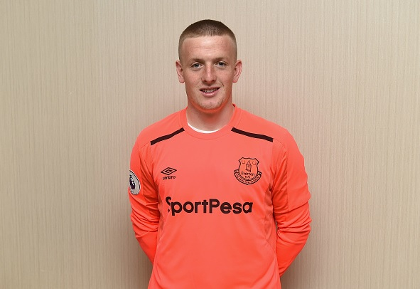 Everton sign Jordan Pickford for £30m