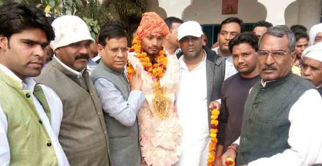 Rajesh Nagar BJP leader of gold winner Prince in national competition welcomes villagers villagers