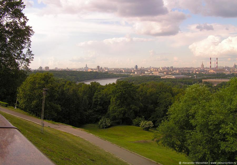 Вид с Воробёвых гор в 2004 году