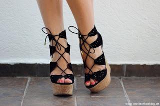 Fashion: Justfab - Cutout Keilabsatz Heels Schwarz - www.annitschkasblog.de