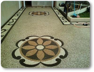 Untuk memperindah laintai rumah, bisa dilakukan dengan memasang batu koral. Batu ini dapat dibentuk menjadi hiasan mozaik yang indah dan memberi kesan elegan. Agar proses pemasangan bisa tepat maka perlu diperhatikan tips menutupi lantai dengan ba