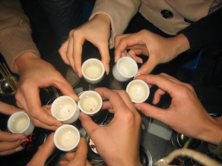 Những việc cần và nên làm trước khi uống rượu