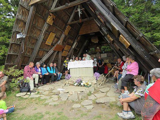 Kaplica Matki Bożej Opiekunki Turystów na szczycie Okrąglicy.