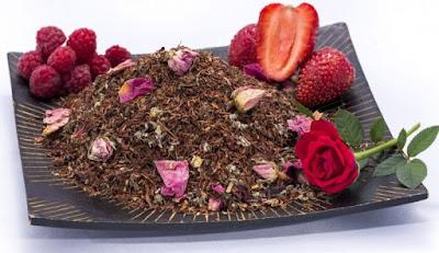 ceai roșu rooibos cu trandafiri și căpșune