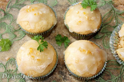 Muffinki z sokiem mandarynkowym i kandyzowaną pomarańczą
