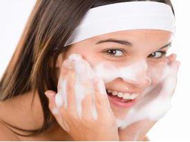Pilih Sabun Wajah yang Sesuai untuk membersihkan wajah