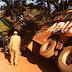 Taswira Picha - Bus la Adventure Kigoma -Mwanza  lagongana USO kwa USO na Lori eneo la Busunzu.
