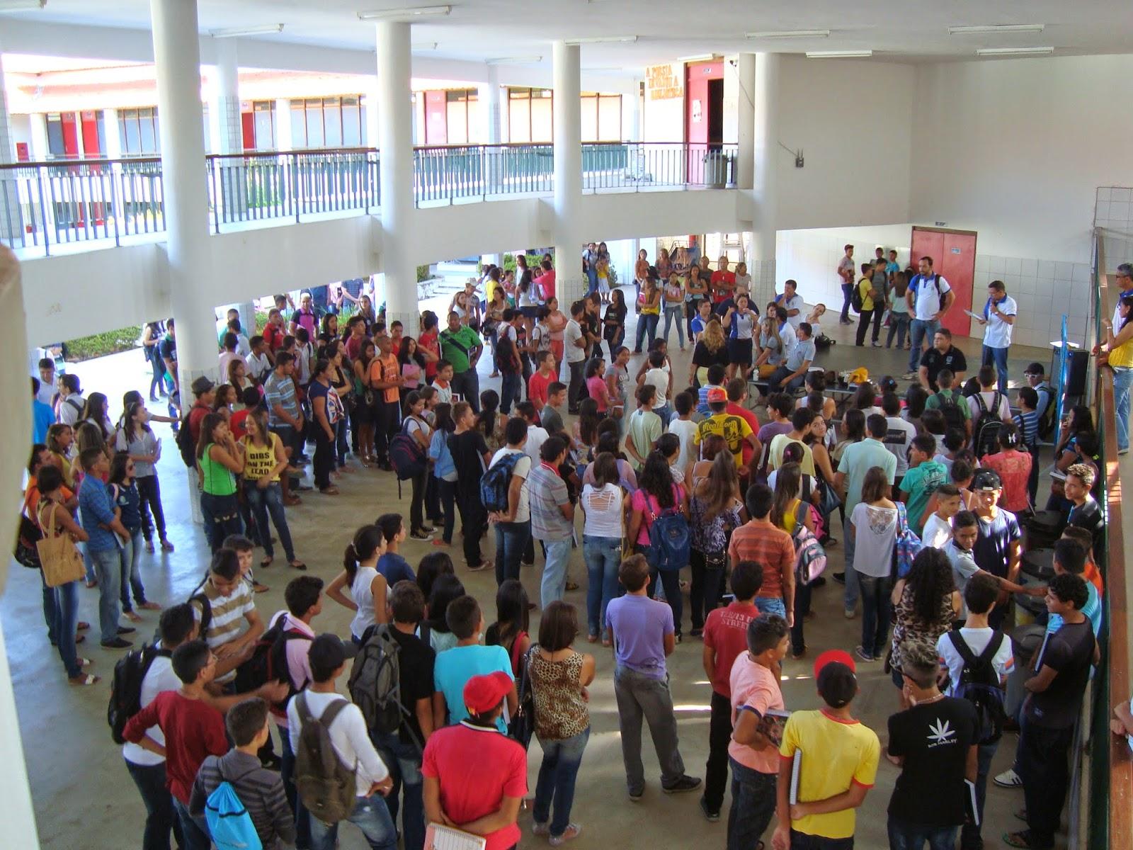 Resultado de imagem para escola cheia de alunos