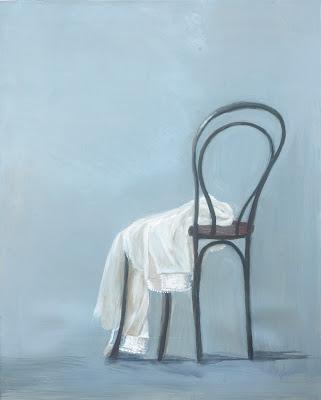 Resultado de imagen para camisa rota sobre una silla