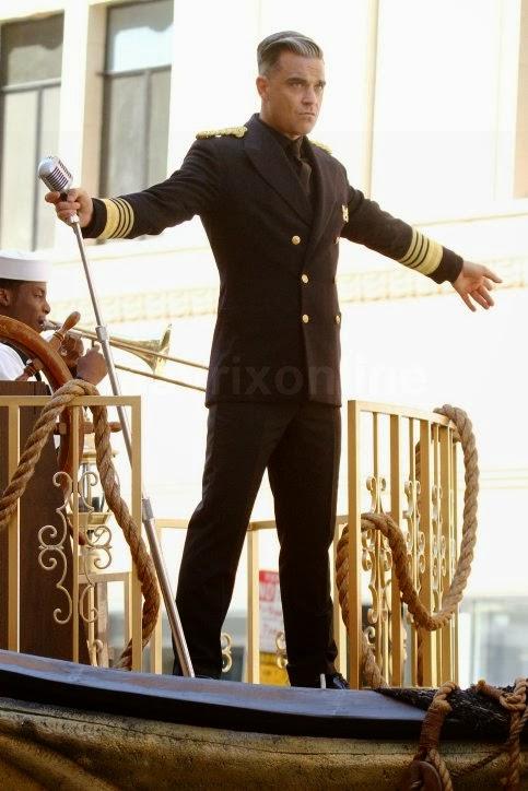 http://4.bp.blogspot.com/-B08nkdWEicM/Uk--n8p91AI/AAAAAAAATNM/2pDeSikn-5Q/s1600/Robbie-Williams-Films-Music-Video_10_4_13_07.jpg