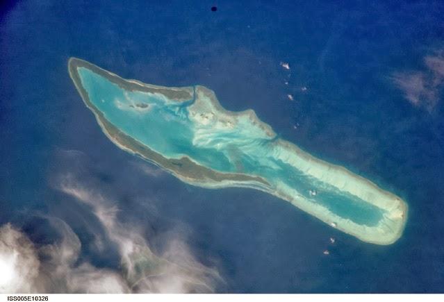 Danau Haji Buang di pulau Maratua
