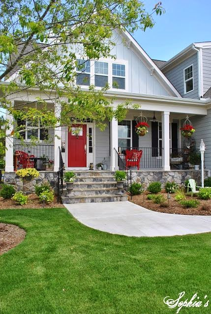 http://sophiasdecor.blogspot.com/2013/05/farmhouse-style-front-porch-with-pops.html