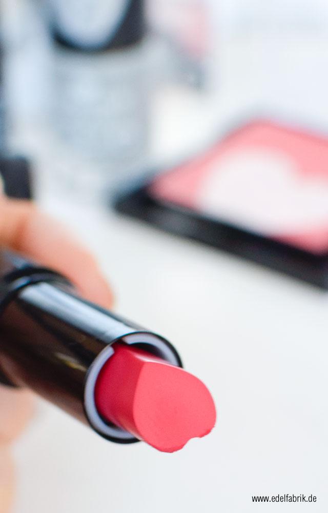 """Der Velvetmatt Lipstick in Herzform aus der aktuellen essence TE """"We are…"""" fabulous"""