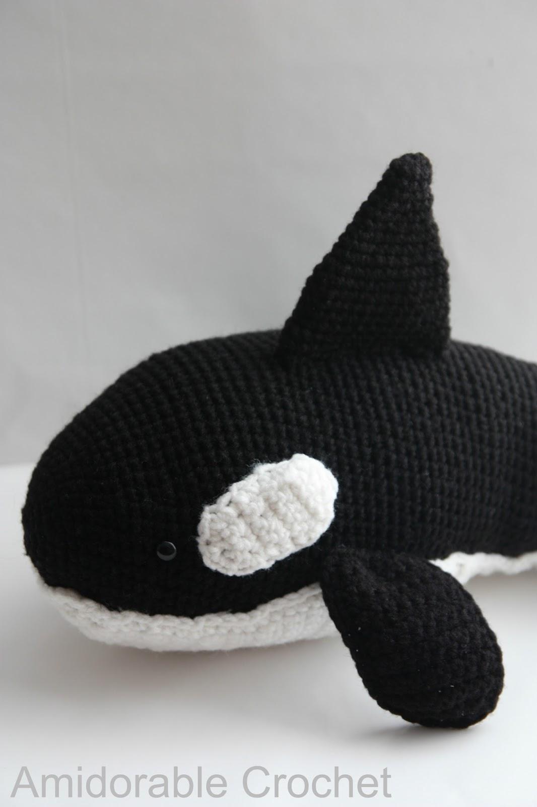 FREE AMIGURUMI PATTERN: Blue Whale     1600x1066