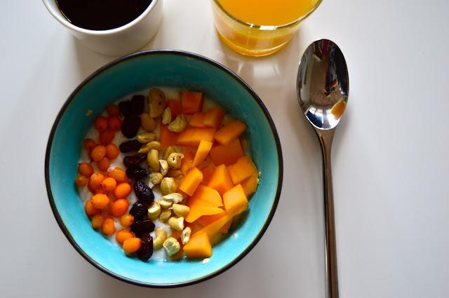 tuorepuuro, piimä, mango, tyrni