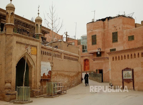 Aneh! Pulang ke Cina, Ratusan Jamaah Umrah Uyghur Malah Ditahan
