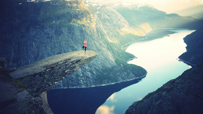 Wallpaper: Amazing places on Earth - Trolltunga