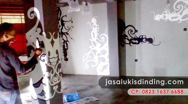 Mural Cafe Hitam Putih