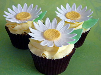 yellow daisy cupcakes, spring wedding ideas