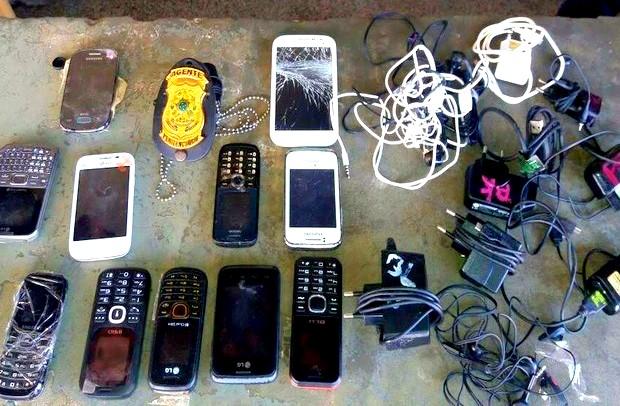 Agentes prisionais apreendem aparelhos celulares arremessados no Copemcan