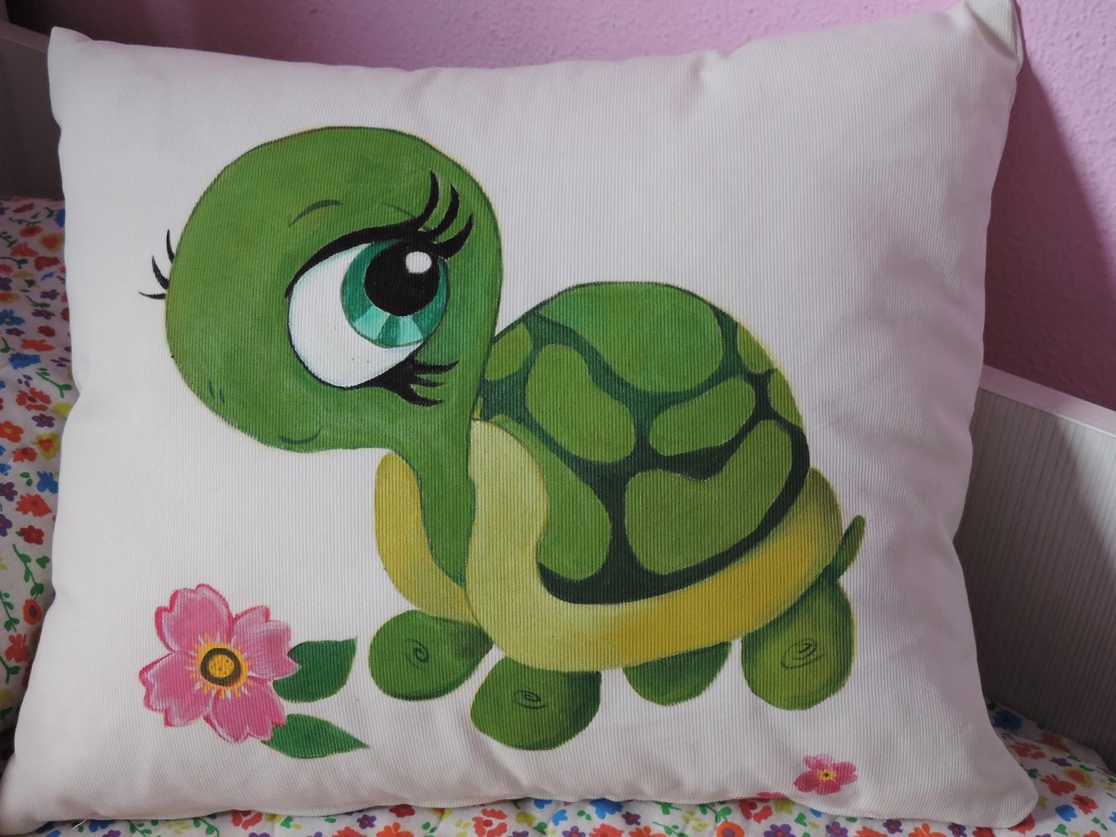 Cosas de cari cojin de tortuga pintado en tela - Como pintar sobre tela ...
