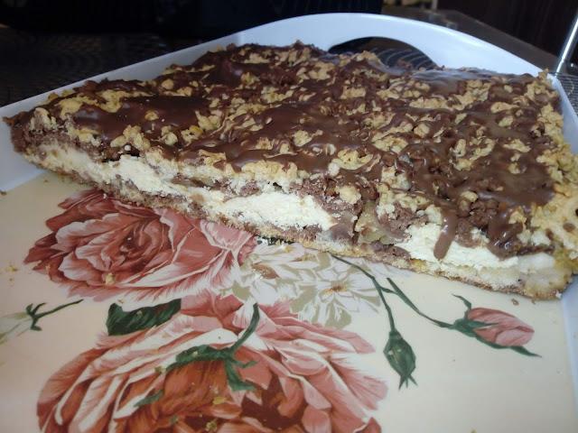 ciasto trio ciasto kruche z budyniem ciasto kruche z serem ciasto kruche z jablkami ciasto bialo czarne ciasto dwukolorowe ciasto z nadzieniem ciasto z czekolada kruchy placek z jablkami serem i budyniem