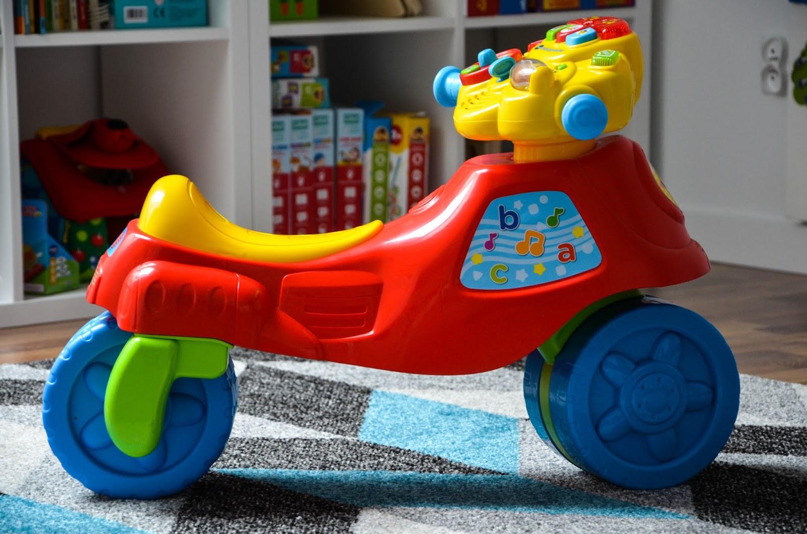 pierwszy jeździk dziecka, pierwszy rowerek, jeżdzik vtech, zabawki interaktywne, zabawki dla malucha