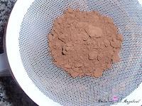 Colando el cacao puro