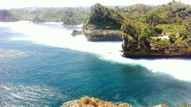 Pantai Batu Bengkung wisata alam terindah di malang