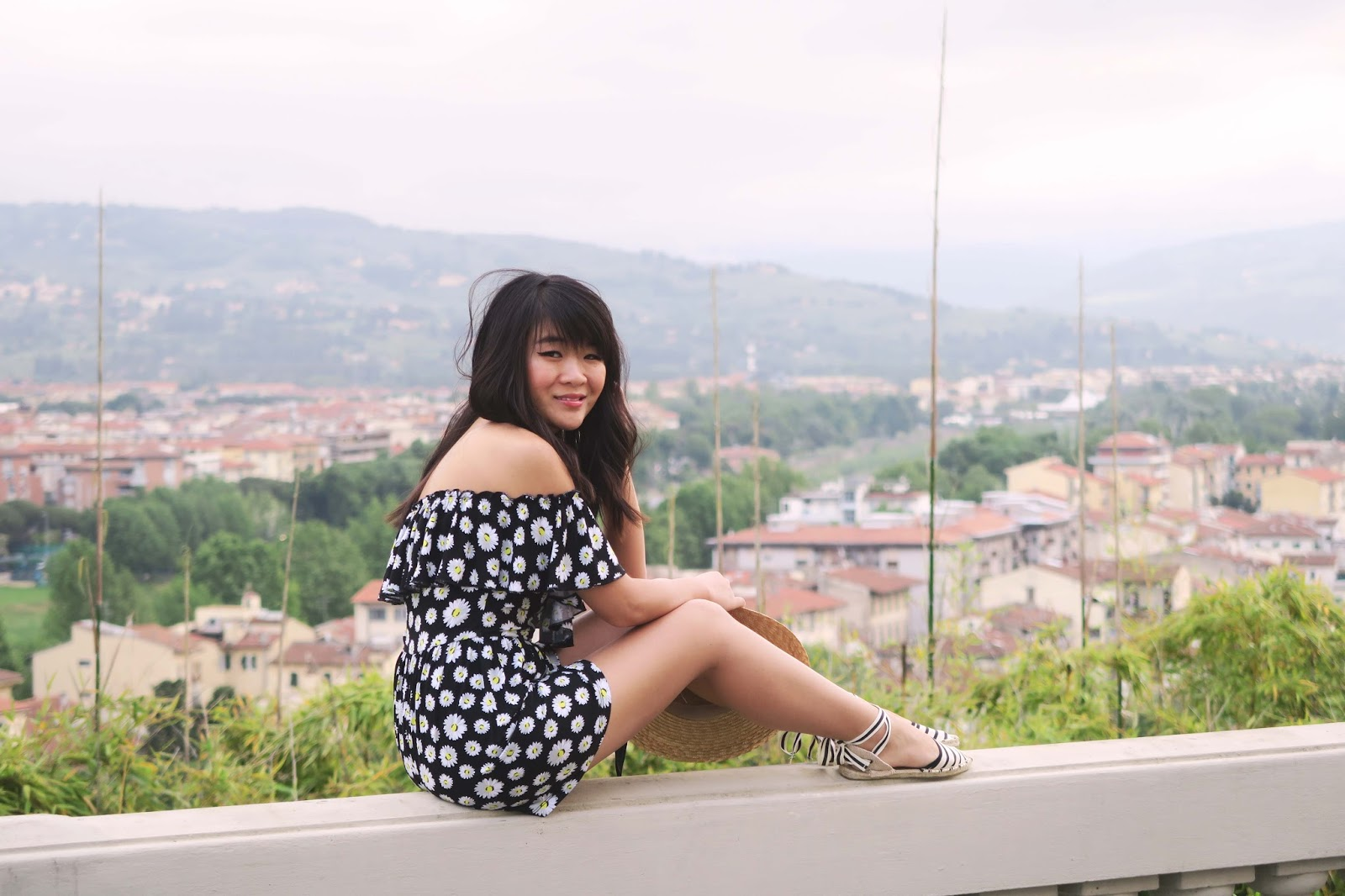 summer travel outfit inspiration florence italy