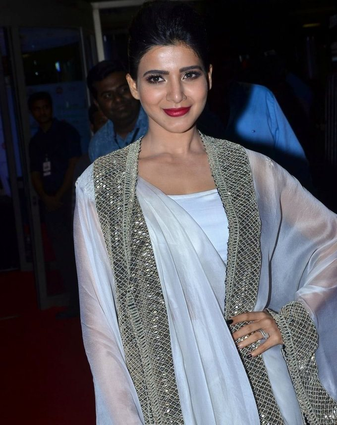 Samantha In White Dress At Jio Filmfare South Awards 2017