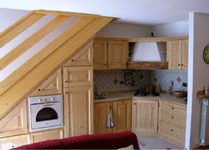 10 cocinas bajo la escalera colores en casa for Cama bajo escalera