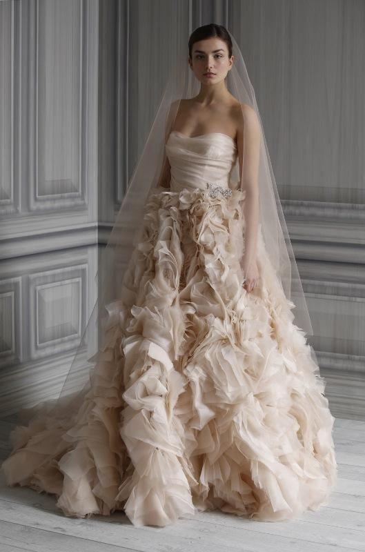 5e2c84996c Tradycyjna biała suknia doczekała się sporej konkurencji. Coraz bardziej  popularne są nie tylko odcienie ecrue