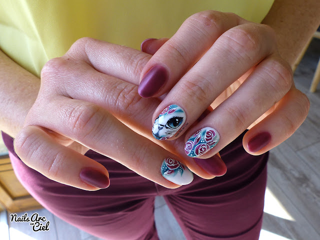 Nail Art - Chat et fleurs en vernis semi-permanent par Nails Arc en Ciel