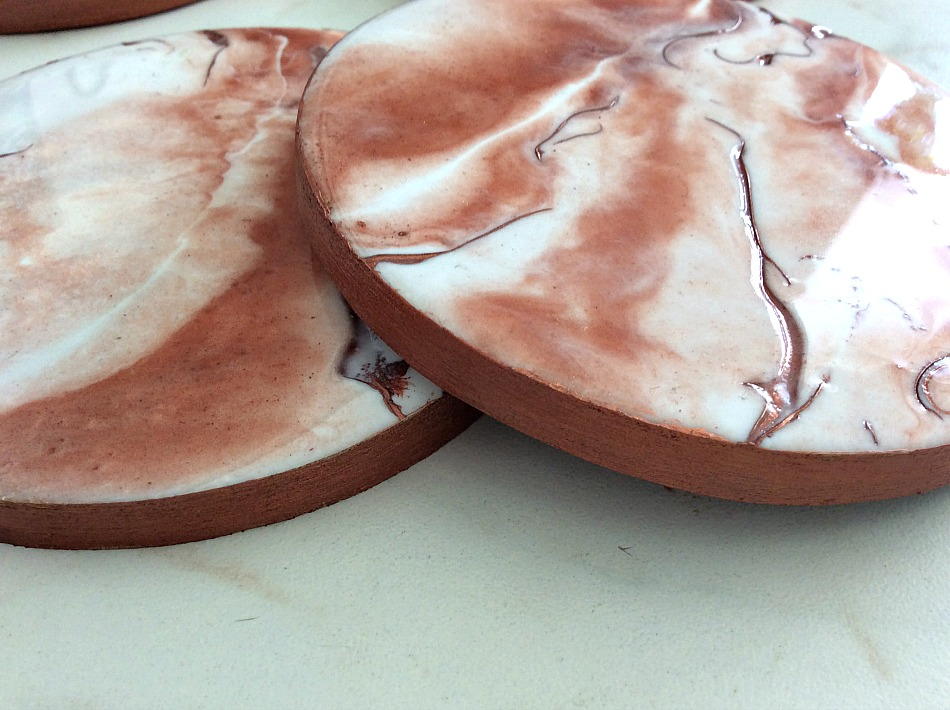 Epoxy resin marble look on coasters