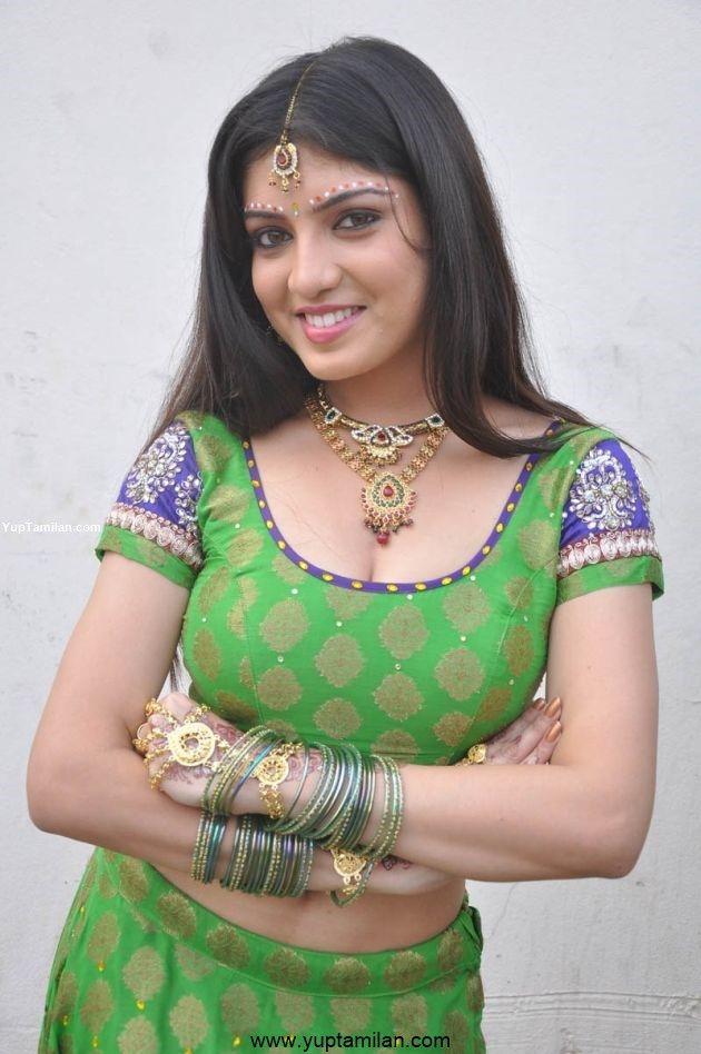 Papri Ghosh/Priya Darshini Sexy Navel & Cleavage Photos