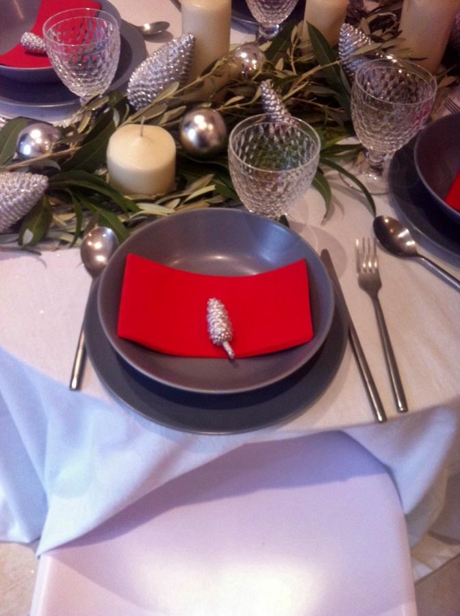 mesa decorada para celebrar comidas navidad