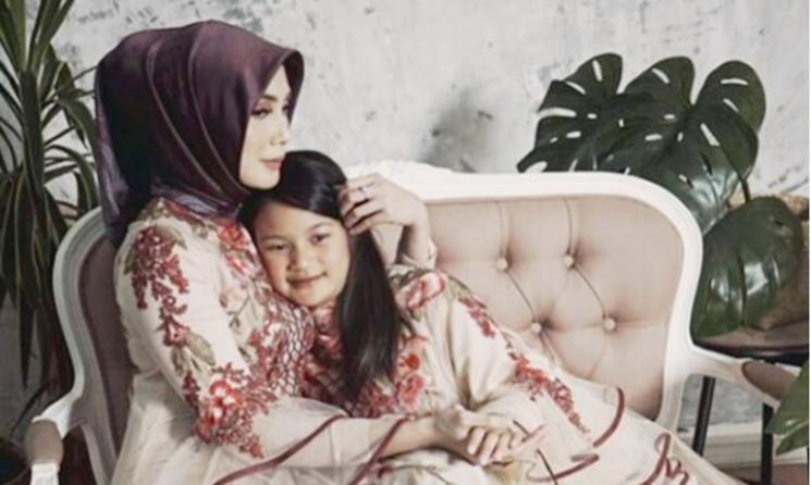 Ikuti Jejak Suami Berhijrah, Fenita Arie Mantap Berhijab
